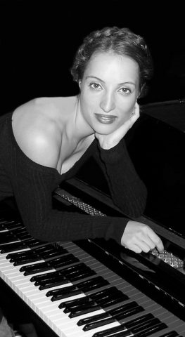 Danae Vlasse Pianist composer Indieviews